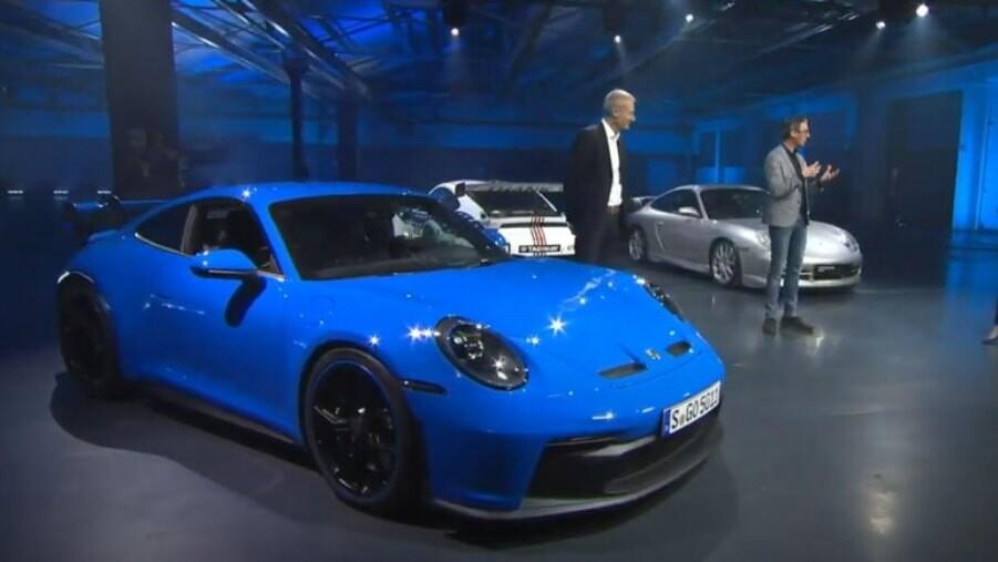 Porsche показала на відео оновлений спорткар 911
